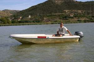 These motorboats are suitable for 2 anglers.